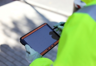 "ECOM presents world's first 10"" android tablet for hazardous areas"
